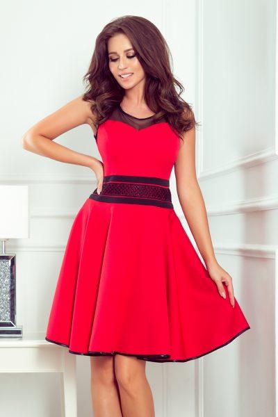Červené rozšírené šaty s ozdobným pásom