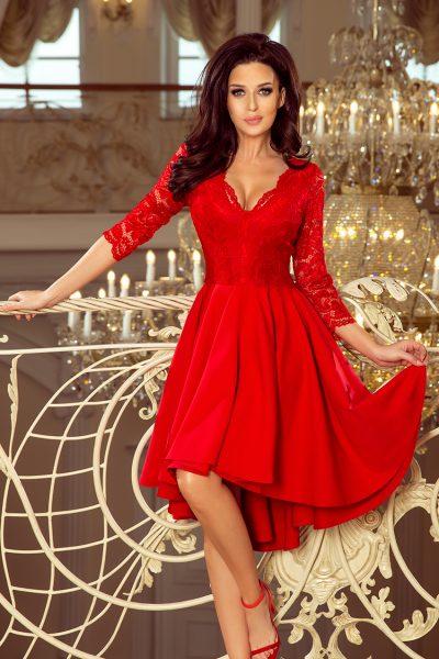 Červené spoločenské šaty s čipkovaným výstrihom a asymetrickou sukňou