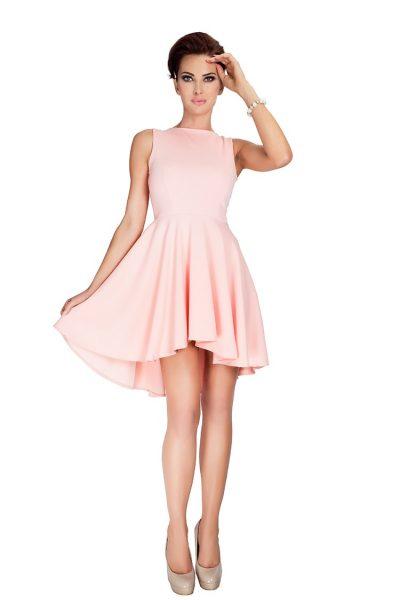 Broskyňové elegantné šaty s predĺženou sukňou vzadu