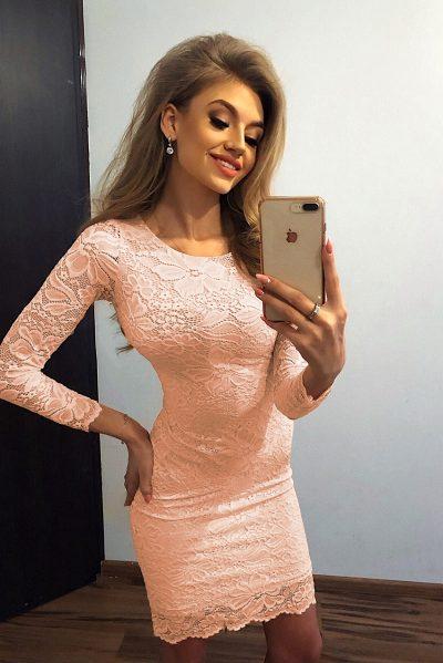 Broskyňové krátke čipkované šaty