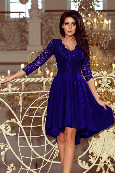 Modré spoločenské šaty s čipkovaným výstrihom a asymetrickou sukňou
