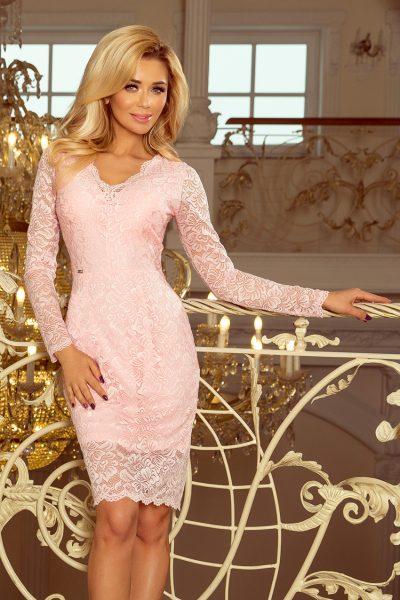 Pastelovo ružové čipkované šaty s výstrihom a dlhými rukávmi
