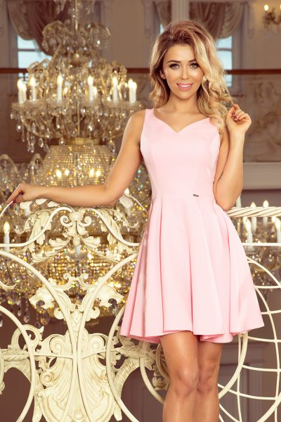 Pastelovo ružové rozšírené krátke šaty s výstrihom