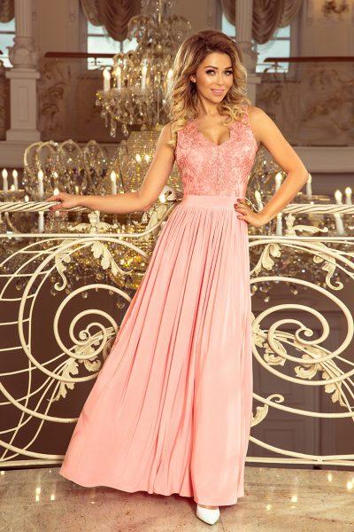 Pastelovo ružové spoločenské šaty s vyšívaným výstrihom