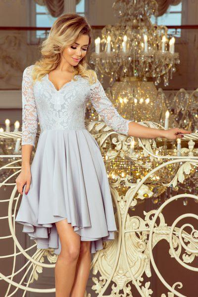 Sivé spoločenské šaty s čipkovaným výstrihom a asymetrickou sukňou
