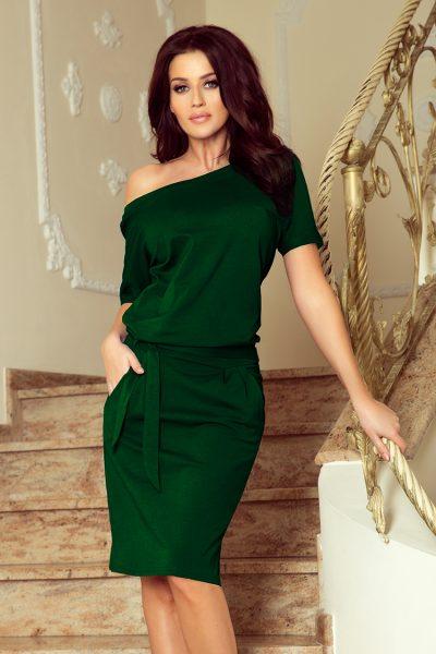 Tmavo zelené elegantné voľné šaty so spadnutými ramenami a viazaním okolo pása