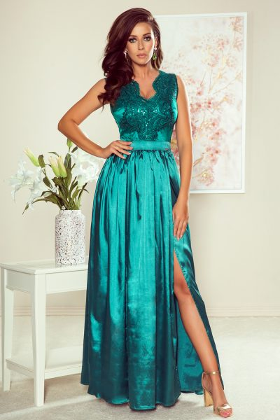 Tyrkysovo zelené spoločenské šaty s čipkovým výstrihom a saténovou sukňou