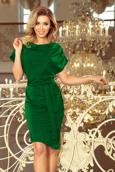 Zelené asymetrické šaty s pásom