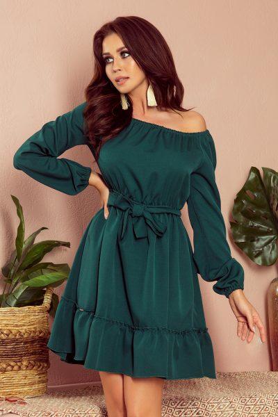 Tmavo zelené nazberané krátke šaty so spustenými ramenami a viazaním