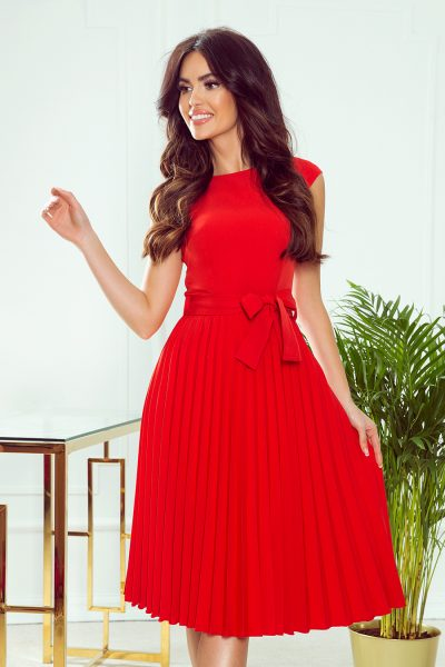 Červené plisované šaty s mašľou okolo pása a krátkymi rukávmi