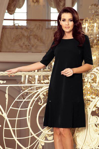 Čierne voľné krátke šaty so záhybmi po stranách