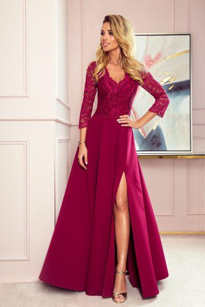 Bordovo červené elegantné dlhé čipkované šaty s výstrihom