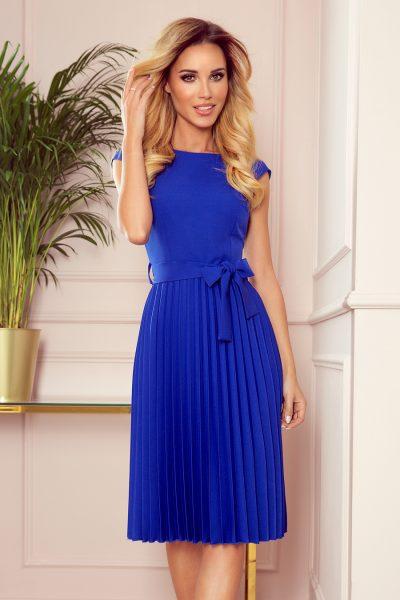 Modré plisované šaty s mašľou okolo pása a krátkymi rukávmi