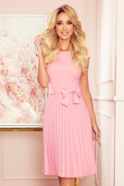 Pudrovo ružové plisované šaty s krátkym rukávom