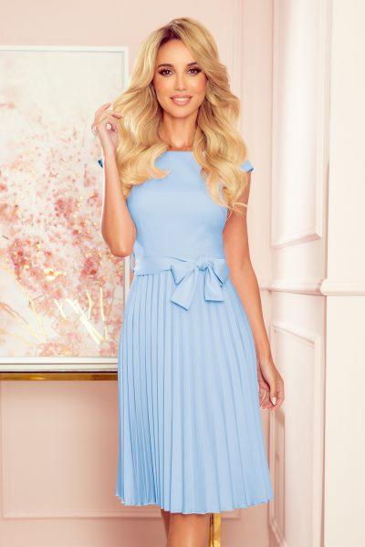 Jasno modré elegantné plisované šaty s mašľou