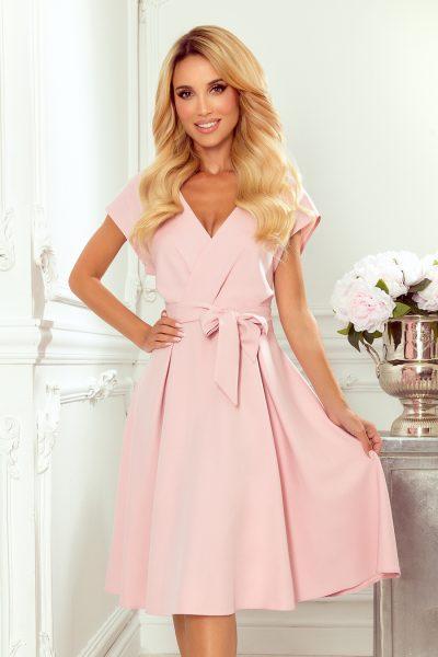 Pudrovo ružové rozšírené šaty s prekladaným výstrihom